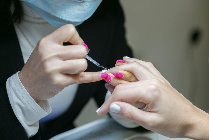 Een manicure insclusief nagellak, foto gemaakt door Treatwell