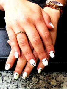 Witte nagels met gouden randjes