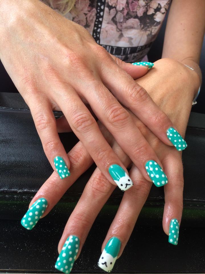 Squoval artificial solar nails. Turquoise met polka dots en kat print